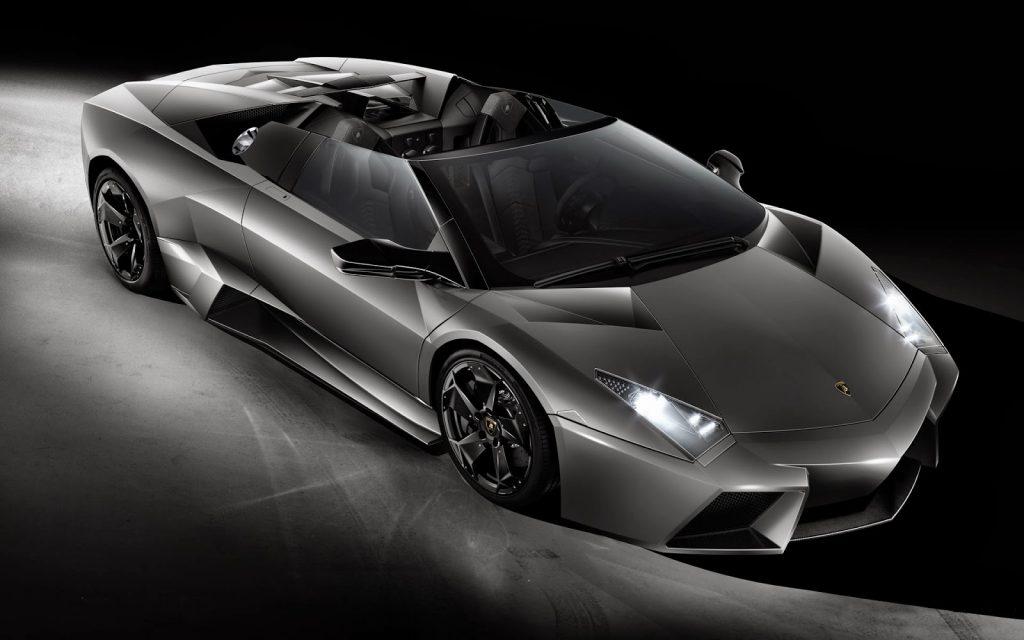 Lamborghini Reventon precio aproximado 1,1 millones de euros. Solo hay unos 20 a la venta, es uno de los coches más potentes del mundo.