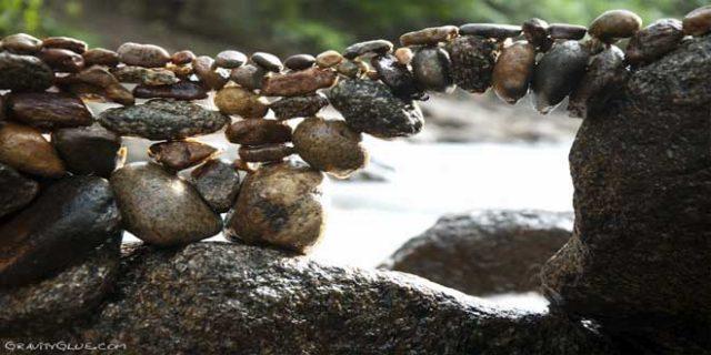 Arco de piedras en equilibrio de Michael Grab