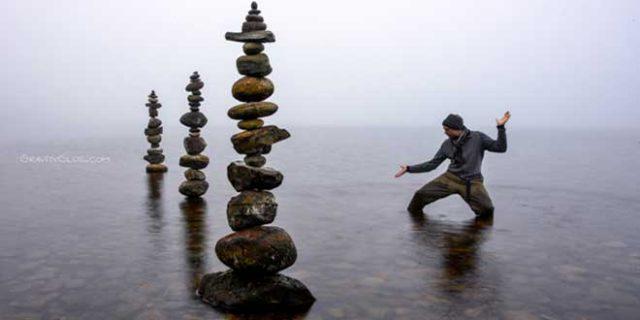 Escultura de piedras en equilibrio de Michael Grab