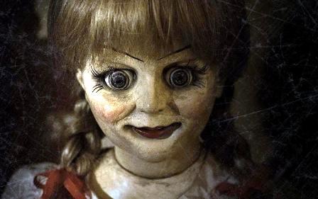 ¿Niña-muñeca andado poseída por un ente oscuro